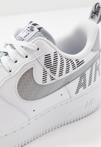 Nike Sportswear - AIR FORCE 1 '07 LV8 - Trainers - white/wolf grey/black - 5