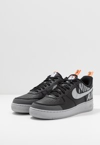 Nike Sportswear - AIR FORCE 1 '07 LV8 - Baskets basses - black/wolf grey/dark grey/total orange/white - 2