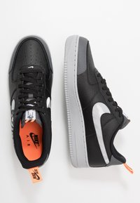 Nike Sportswear - AIR FORCE 1 '07 LV8 - Baskets basses - black/wolf grey/dark grey/total orange/white - 1