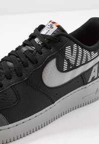 Nike Sportswear - AIR FORCE 1 '07 LV8 - Baskets basses - black/wolf grey/dark grey/total orange/white - 5