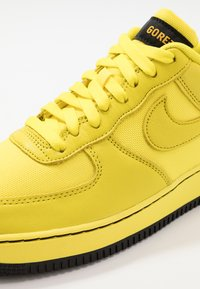 Nike Sportswear - AIR FORCE 1 GTX - Sneaker low - dynamic yellow/black - 5