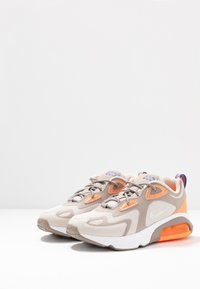 Nike Sportswear - AIR MAX 200 - Zapatillas - sepia stone/reflect silver/desert sand/total orange/white/racer blue
