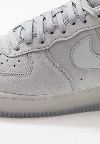 Nike Sportswear - AIR FORCE 1  - Zapatillas - wolf grey - 5