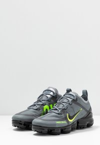 Nike Sportswear - AIR VAPORMAX 2019 DRT - Sneakers - cool grey/volt/electric green/black - 2