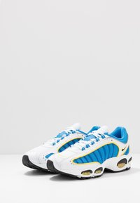 Nike Sportswear - AIR MAX TAILWIND IV - Tenisky - white/light photo blue/speed yellow/white - 2