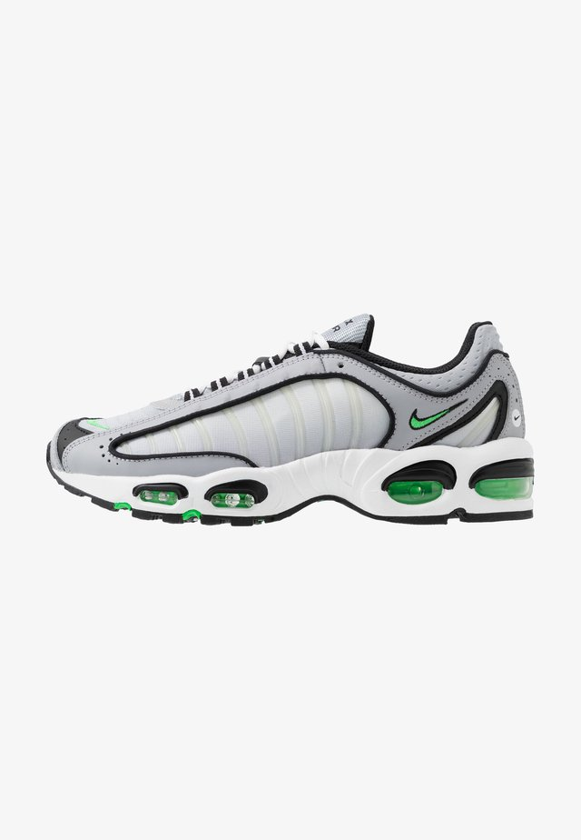 AIR MAX TAILWIND IV - Tenisky - wolf grey/green spark/white/black
