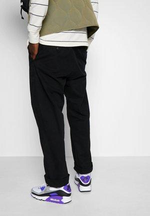 AIR MAX 90 - Sneakers - white/particle grey/light smoke grey/black/hyper grape
