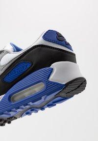 Nike Sportswear - AIR MAX 90 - Sneakers laag - white/particle grey/light smoke grey/black/hyper royal - 6