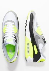 Nike Sportswear - AIR MAX 90 - Tenisky - white/particle grey/light smoke grey/black/volt - 2