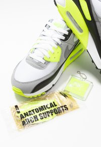 Nike Sportswear - AIR MAX 90 - Sneakers laag - white/particle grey/light smoke grey/black/volt - 6