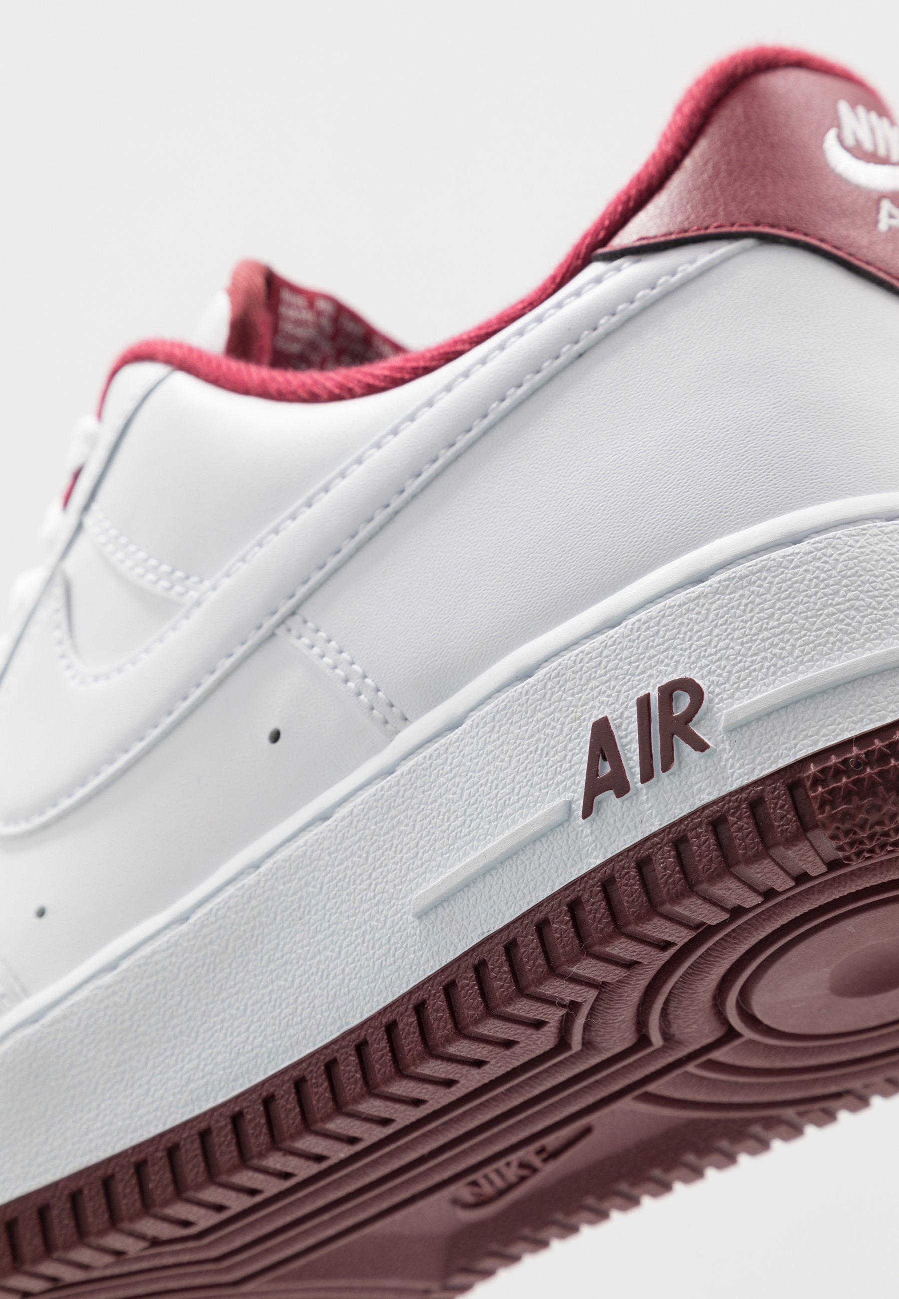 AIR FORCE 1 '07 Sneaker low whiteuniversity red
