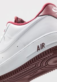 Nike Sportswear - AIR FORCE 1 '07 - Sneakers laag - white/university red - 5
