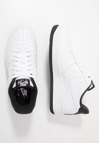 Nike Sportswear - AIR FORCE 1 '07 - Sneakers laag - white/black - 1