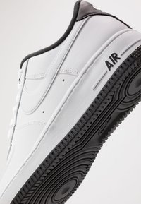 Nike Sportswear - AIR FORCE 1 '07 - Sneakers laag - white/black - 5