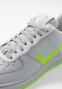 Nike Sportswear - AIR FORCE 1 '07 LV8 - Sneakersy niskie - wolf grey/ghost green/photon dust/black - 5