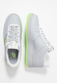 Nike Sportswear - AIR FORCE 1 '07 LV8 - Trainers - wolf grey/ghost green/photon dust/black - 1