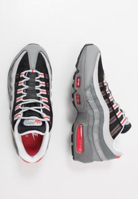 Nike Sportswear - AIR MAX 95 ESSENTIAL - Sneakers basse - track red/white/particle grey/black/grey fog/track red - 1