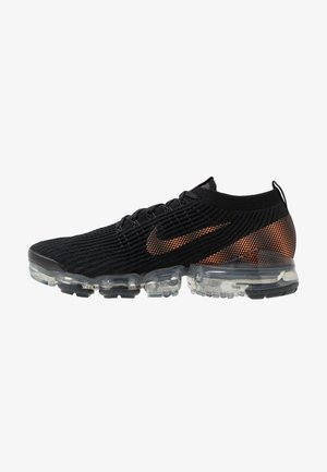 AIR VAPORMAX FLYKNIT 3 - Sneakersy niskie - black/total orange/dark smoke grey