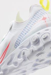 Nike Sportswear - REACT 55 - Baskets basses - white/laser crimson/racer blue/green strike/lemon/black - 5