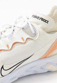 Nike Sportswear - REACT 55 - Sneakers basse - white/ orange - 5