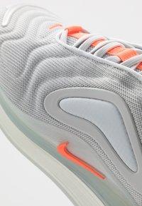 Nike Sportswear - AIR MAX 720 RVL - Sneakersy niskie - pure platinum/white - 5