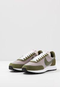 Nike Sportswear - AIR TAILWIND 79 - Sneakersy niskie - pumice/legion green/white/black/team orange - 3