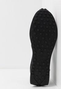 Nike Sportswear - AIR TAILWIND 79 - Trainers - black/white/team orange - 5
