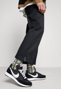 Nike Sportswear - AIR TAILWIND 79 - Trainers - black/white/team orange - 0