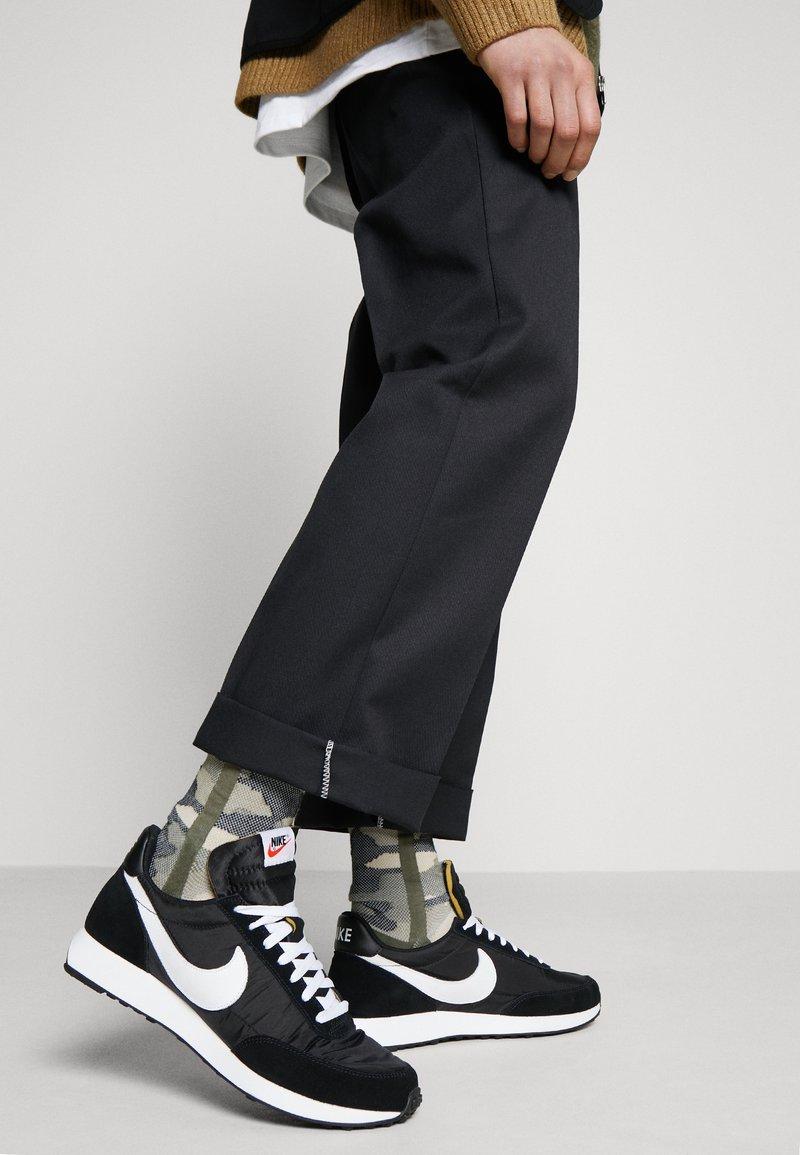 Nike Sportswear - AIR TAILWIND 79 - Trainers - black/white/team orange