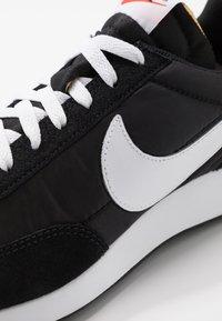 Nike Sportswear - AIR TAILWIND 79 - Trainers - black/white/team orange - 8