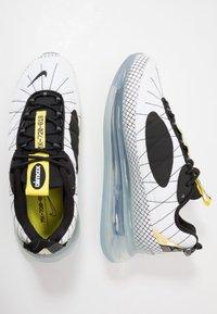 Nike Sportswear - MX-720-818 - Sneakersy niskie - white/black/opti yellow - 1