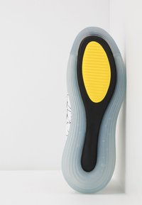 Nike Sportswear - MX-720-818 - Sneakersy niskie - white/black/opti yellow - 4