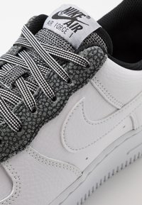 Nike Sportswear - AIR FORCE 1 '07 LV8 - Sneakers laag - white/cool grey/pure platinum/black - 5