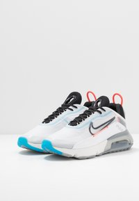 Nike Sportswear - AIR MAX 2090 - Trainers - white/black/pure platinum/bright crimson/wolf grey/blue hero - 2