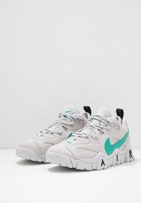 Nike Sportswear - AIR BARRAGE - Sneakersy niskie - grey fog/neptune green/vast grey/black - 2