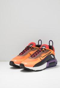 Nike Sportswear - AIR MAX 2090 - Sneakers laag - magma orange/black/eggplant/habanero red/white/red orbit - 2