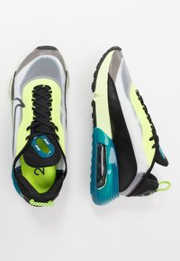 Nike Sportswear - AIR MAX 2090 - Sneakersy niskie - white/black/volt/blue force/barely volt - 3