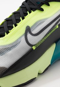 Nike Sportswear - AIR MAX 2090 - Sneakersy niskie - white/black/volt/blue force/barely volt