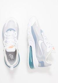 Nike Sportswear - AIR MAX 270 REACT SE - Sneakersy niskie - white/pure platinum/indigo fog/hyper crimson - 1