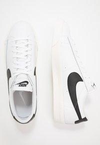 Nike Sportswear - BLAZER - Matalavartiset tennarit - white/black - 1