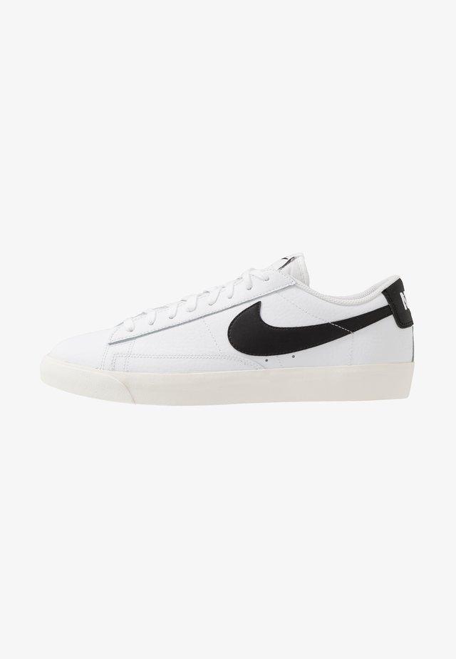 BLAZER - Sneakers laag - white/black