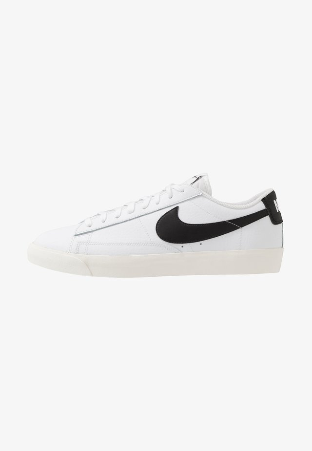 BLAZER - Sneakersy niskie - white/black