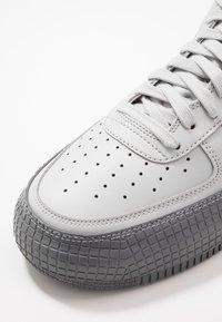 Nike Sportswear - AF1-TYPE  - Matalavartiset tennarit - grey fog/cool grey - 5
