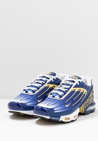Nike Sportswear - AIR MAX PLUS III - Trainers - deep royal/topaz gold/white - 2