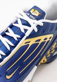 Nike Sportswear - AIR MAX PLUS III - Trainers - deep royal/topaz gold/white - 5