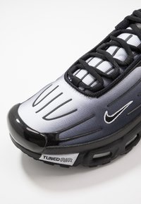 Nike Sportswear - AIR MAX PLUS III - Sneakers laag - black/white - 5