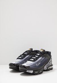 Nike Sportswear - AIR MAX PLUS III - Sneakers laag - black/white - 2