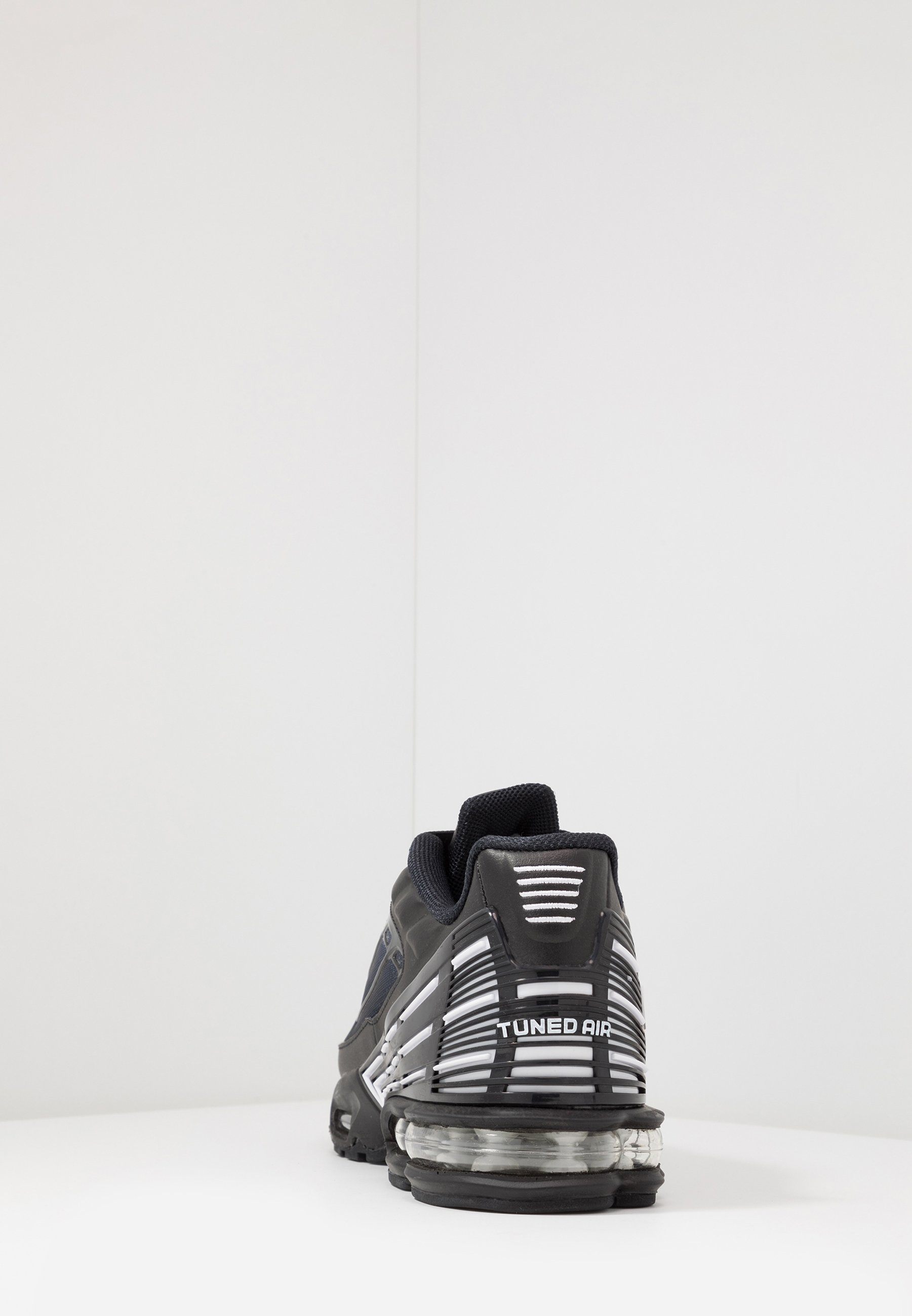 Nike Sportswear AIR MAX PLUS III - Sneakersy niskie - black/white