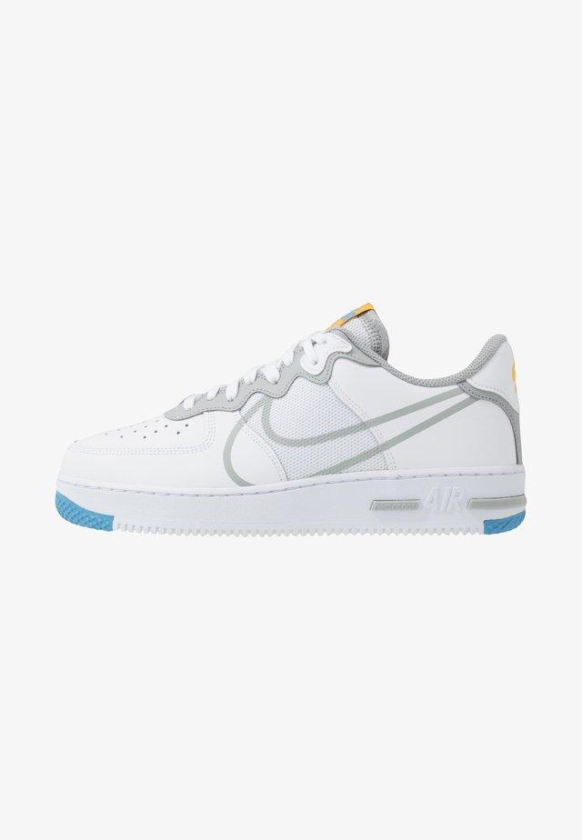 AIR FORCE 1 REACT - Sneaker low - white/light smoke grey/universal red/universal gold/universal blue/gym blue