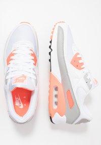 Nike Sportswear - AIR MAX 90 - Sneakers laag - white/hyper orange/light smoke grey - 1